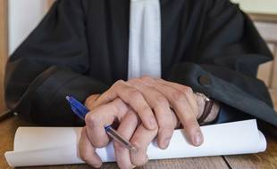 Illustration d'un procès au tribunal correctionnel.