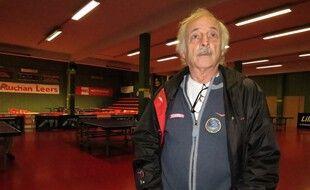 Lys Lez Lannoy, le 2 juin 2015 - L'ancien champion de tennis de table Jacques Secrétin dans la salle du club Pongiste Lyssois