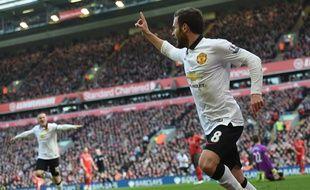 L'attaquant de Manchester United Juan Mata célèbre son but contre Liverpool, le 22 mars 2015 à Anfield Road.