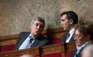 Julien Aubert (d) avec Henri Guaino à l'Assemblée nationale.