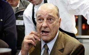 Jacques Chirac utilisant un cure-dent lors du salon de l'agriculture en 2009 (illustration).