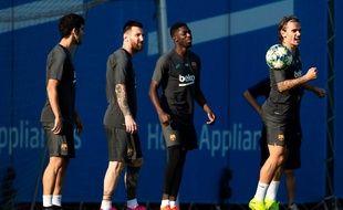 Carles Alena, Leo Messi, Ousmanne Dembele et Antoine Griezmann (de gauche à droite) à l'entraînement du FC Barcelone, le 1er octobre 2019.