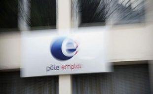 Le taux de chômage en France a continué à augmenter au deuxième trimestre 2012 par rapport au trimestre précédent, atteignant 9,7% de la population active en métropole (+0,1) et 10,2% avec les départements d'Outre-mer, a annoncé l'institut des statistiques (Insee) jeudi.
