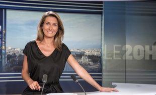 Anne-Claire Coudray aux manettes du JT de TF1 le 1er août 2014.