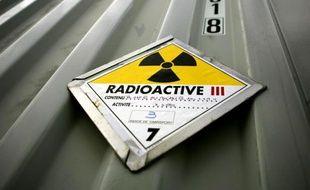Un camion transportant des déchets très faiblement radioactifs à destination du centre de stockage de Morvilliers (Aube) a été accidenté mardi matin dans la commune d'Arsonval sansconséquence pour son chargement, a-t-on appris mercredi auprès de l'Andra.