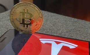 Tesla a investi l'équivalent de 1,5 milliard de dollars dans le bitcoin.