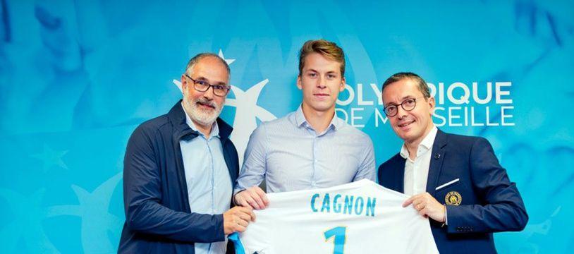 Le jeune gardien Romain Cagnon, ici entre Andoni Zubizarreta et Jacques-Henri Eyraud.