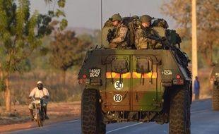 """Les soldats français engagés pour la première fois au sol au Mali, affrontaient mercredi """"au corps à corps"""" à Diabali (ouest) des combattants islamistes liés à Al-Qaïda, qui affirment avoir mené le même jour une attaque contre un site pétrolier en Algérie."""
