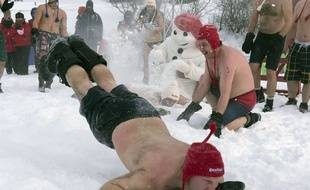 Un québecois plonge dans la neige.