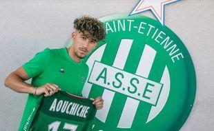 La venue d'Adil Aouchiche vient d'être officialisée ce lundi sur le compte Twitter du club stéphanois.