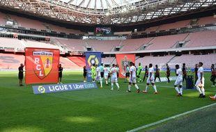 L'entrée des joueurs dans une Allianz Riviera vide, lors de Nice-Lens, le 23 août 2020.
