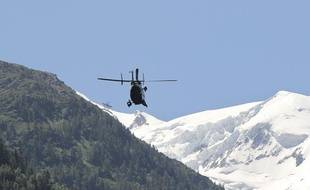 Chamonix, le 12 juillet 2012  Plusieurs personnes sont mortes dans le massif du Mont Blanc, d'autres ont été blessées. Elles ont été prises dans une avalanche survenue au Mont Maudit.  Les hélicoptères de la gendarmerie du groupement de haute montagne et de la sécurité civile effectuent des rotations pour emmener sur zone des guides et des sauveteurs pour effectuer des recherches de survivants.   CYRIL VILLEMAIN / 20 MINUTES