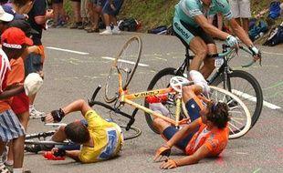 Le 21 juillet 2003, dans la montée de Luz Ardiden, Lance Armstrong s'accroche au sac d'un spectateur et chute entraînant avec lui Iban Mayo. Le coureur allemand Ullrich les attendra. Ce 5 e Tour est le plus compliqué pour Armstrong qui gagne évidemment à la fin.