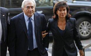 Dominique Strauss-Kahn et son épouse Anne Sinclair arrivent au tribunal pénal de Manhattan à New York, le 6 juin 2011.