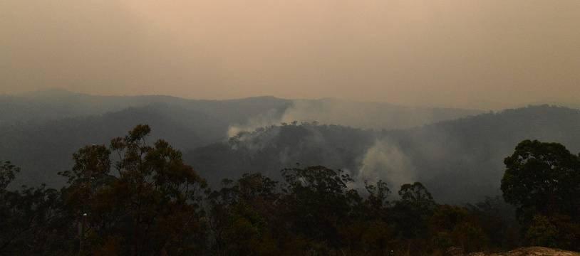 Le nuage de fumée, ici à une centaine de kilomètres de Sydney.