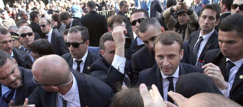 Emmanuel Macron lors d'une visite en Algérie, en 2017