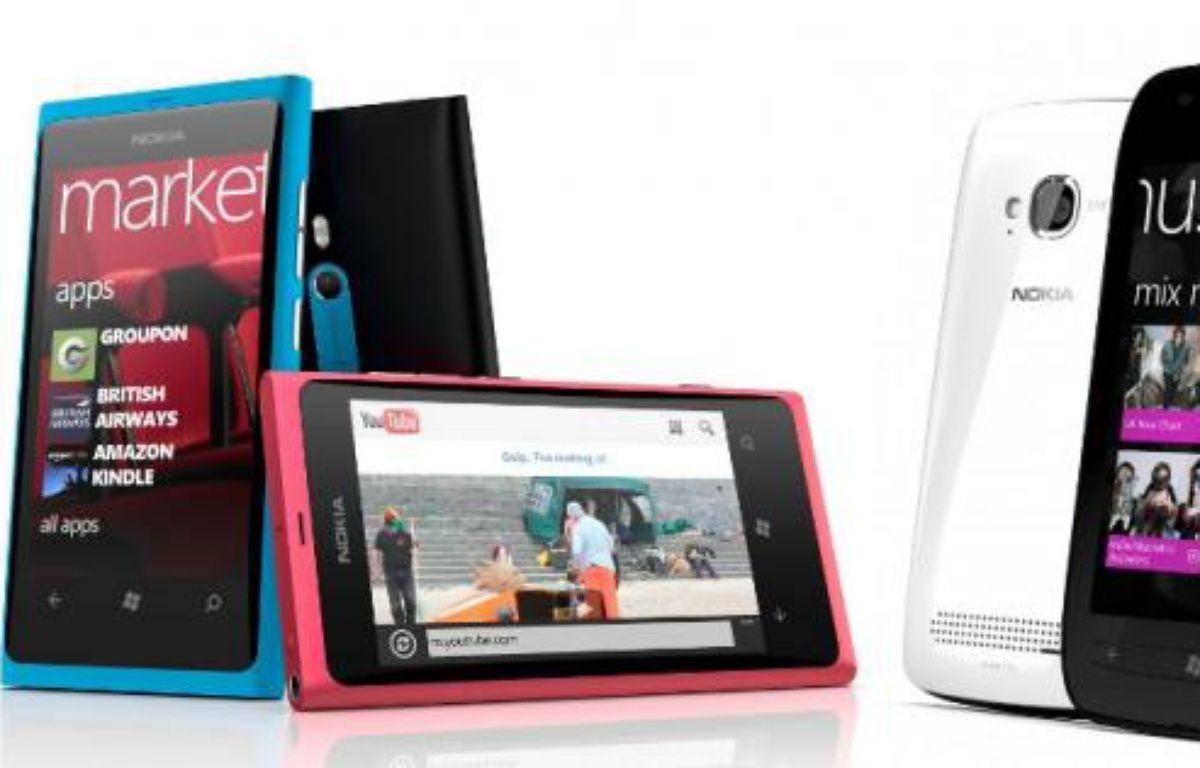 Les Nokia Lumia 800 et 710, premiers de la marque à embarquer Windows Phone 7. – DR