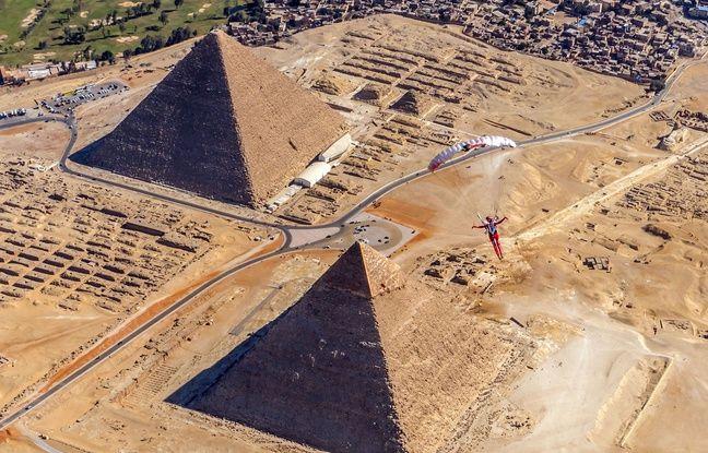 Egypte: Une explosion contre un car de touristes près des pyramides de Gizeh fait 17 blessés