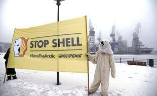 """Le brise-glace finlandais """"Nordica"""", affrété par Shell, a quitté le port de Helsinki pour l'Arctique, en dépit de sa tentative de blocage par Greenpeace, a indiqué l'ONG."""
