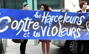 Le 5 mai 2012, les femmes manifestent à la suite de l'abrogation de la loi contre le harcèlement sexuel.