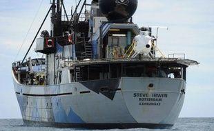 Des militants écologistes ont attaqué à la peinture et au fumigène la flotte baleinière japonaise dans l'océan Antarctique, ont annoncé jeudi les autorités de la pêche nippone.