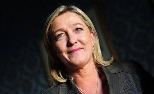 """La présidente du Front national, Marine Le Pen, a estimé jeudi sur BFM-TV que """"sortir du nucléaire"""" tout de suite """"serait une folie"""", tout en convenant qu'""""à terme"""" c'est une énergie """"dangereuse"""" et qu'il faut avoir pour objectif de s'en """"séparer""""."""