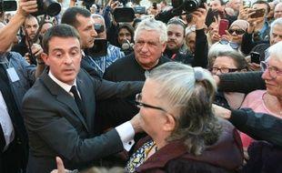 Bain de foule du Premier ministre, Manuel Valls, à Moirans, le 6 novembre 2015