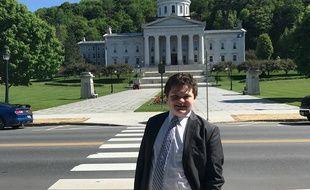 Ethan Sonneborn brigue le poste de gouverneur.