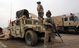 Un attentat à la voiture piégée ciblant de nouvelles recrues de l'armée a tué au moins huit personnes dimanche à Bagdad, ont rapporté des sources médicales et de sécurité.