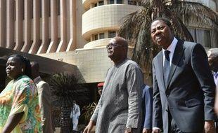 Le président du Burkina Fasso, Roch Marc Christian Kabore (G) et son homologue béninois Thomas Boni Yayi , le 18 janvier 2016 à Ouagadougou