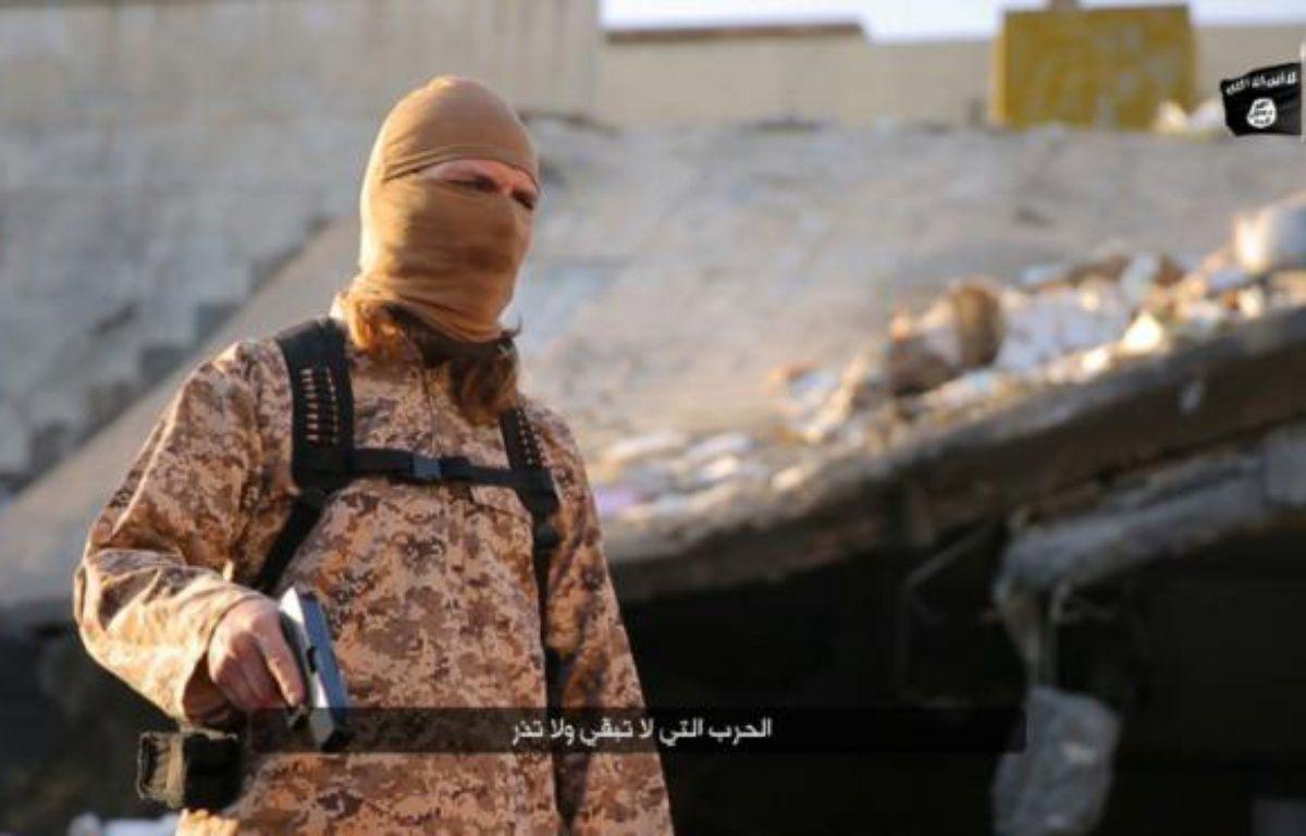 Photo extraite d'une vidéo diffusée par le groupe EI dans la province irakienne de Ninive le 30 janvier 2016, montrant un jihadiste parlant français – HO NINAVA MEDIA CENTRE