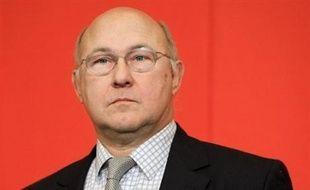 """Le PS a dit s'attendre à """"un plan de rigueur de 20 milliards d'euros"""" après les élections municipales, affirmant que le Premier ministre François Fillon en a fait """"l'aveu"""" mardi, en prévoyant """"des ajustements sur les dépenses"""" selon le niveau de la croissance et des rentrées fiscales."""