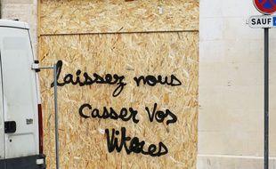 """Plusieurs dizaines de vitrines ont été cassées et taguées à Bordeaux depuis le début des manifestations des """"gilets jaunes."""""""