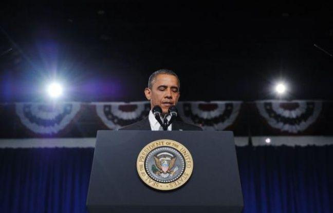 """Le président des Etats-Unis Barack Obama a appelé vendredi ses compatriotes à l'unité et au recueillement après la fusillade """"insensée"""" du Colorado (ouest), tandis que la campagne électorale pour la présidentielle du 6 novembre était de facto suspendue."""