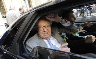 Jean-Marie Le Pen aurait un peu trop profité des services de l'UE.