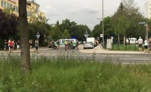 La zone à proximité du centre commercial de Munich a été bouclée par la police.