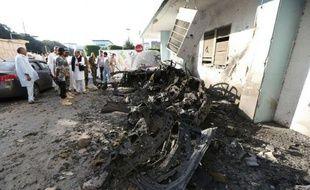 Un double attentat à la voiture piégée a fait deux morts et quatre blessés au coeur de la capitale libyenne dimanche, le jour de l'Aïd el-Fitr qui marque la fin de ramadan, selon les autorités qui pointent du doigt des partisans de l'ancien régime.
