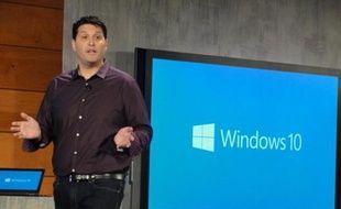 Le vice-président de Microsoft Terry Myerson lors d'une conférence de presse sur Windows 10 à Redmond, le 21 janvier 2015