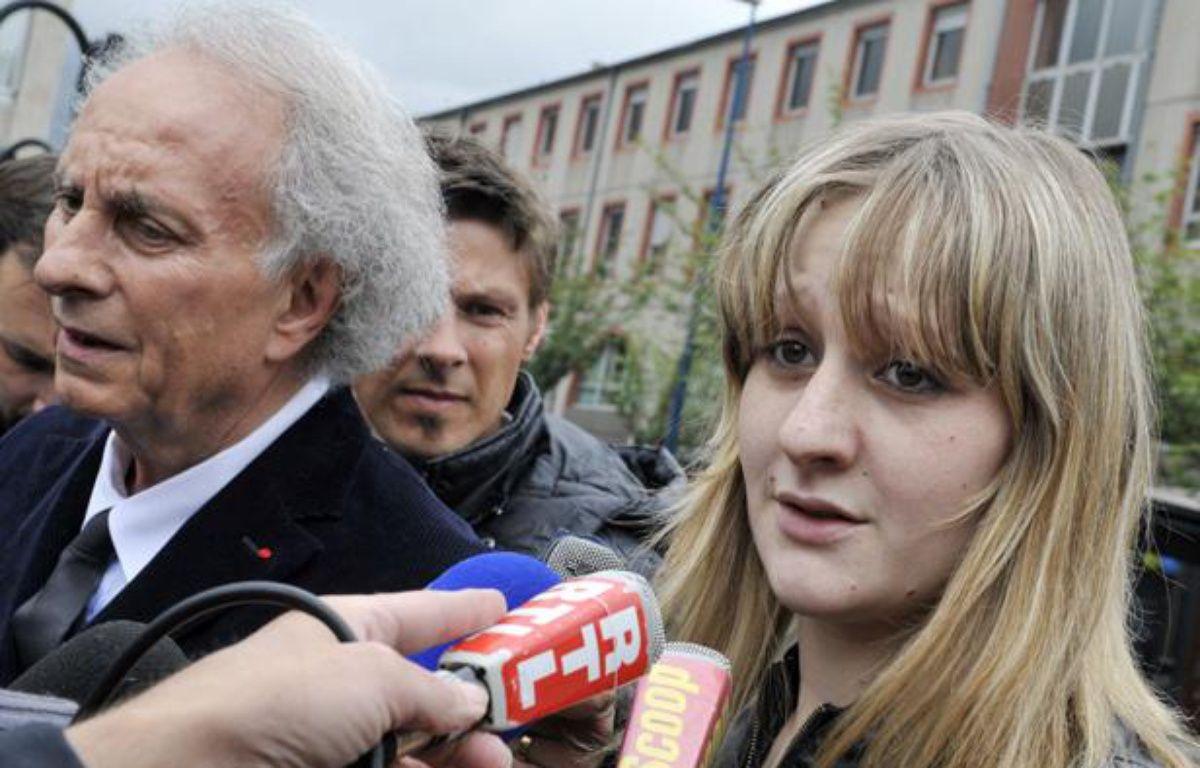 Cécile Bourgeon, mère de la petite Fiona et son avocat,Gilles-Jean Portejoie, lançait, le 16mai2013, un appel pour que l'on retrouve sa fille. – THIERRY ZOCCOLAN / AFP
