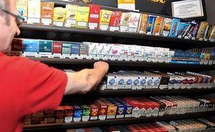 A plus de 6 euros le paquet, le prix des cigarettes a peut-être franchi un seuil psychologique à l'origine d'une baisse des ventes: les buralistes voient leur activité se tasser mais les anti-tabac restent dubitatifs et dénoncent une manoeuvre du lobby du secteur.