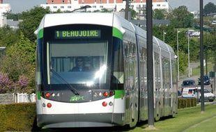 Tramway dans les rues de Nantes.