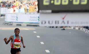 L'Ethiopien Haile Gebreselassie, qui avait annoncé sa retraite après son récent abandon au marathon de New York, va poursuivre sa carrière encore deux ou trois ans, a affirmé lundi son manageur et agent.