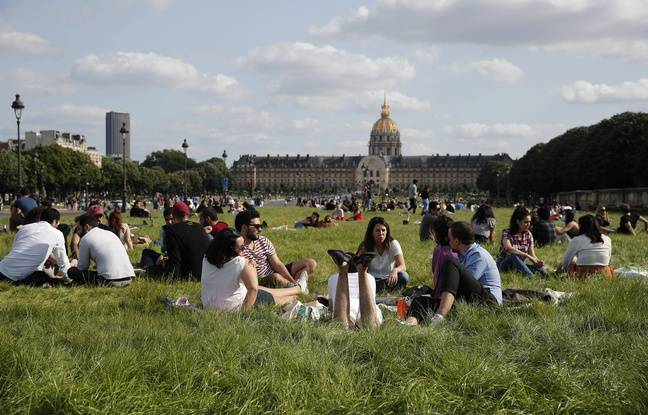 Paris: Une fête improvisée aux Invalides se termine par des affrontements entre jeunes et police