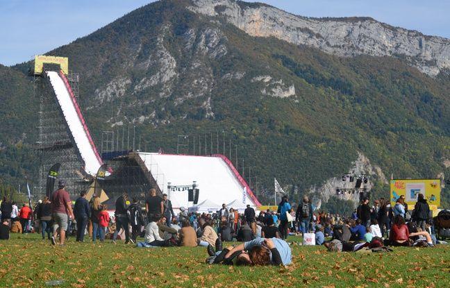 La pelouse du Pâquier a été prise d'assaut avant même le début du show, samedi à Annecy.