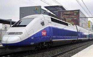 Un TGV de la SNCF, sur le LGV entre Perpignan et Figueras, le 27 janvier 2011