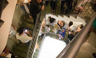 Photo d'une cage d'escalier à Tel Aviv lors d'une alerte