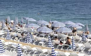 En juillet sur les plages de la promenade des Anglais