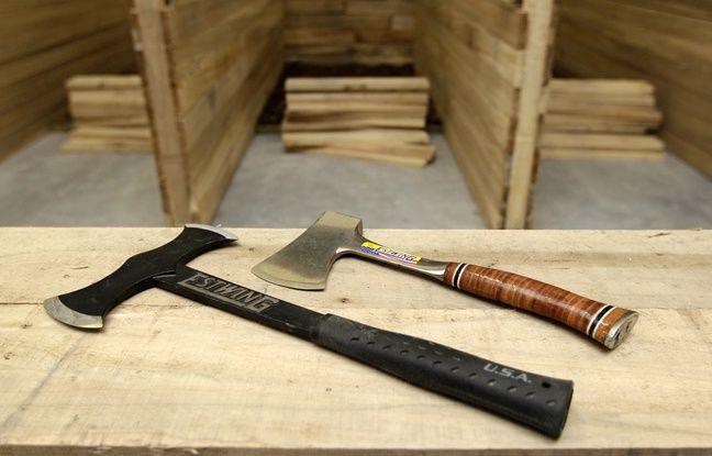 Deux des trois types de haches utilisées pour le lancer.