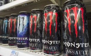 "Des boissons énergisantes ""Monster Energy""."