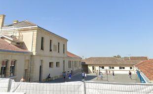 La cour de l'école de Laruscade (Gironde) attenante à la mairie